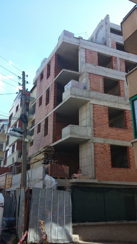 Груб строеж, Жилищна сграда, кв. Гео Милев